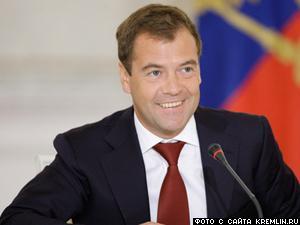 Медведев поздравил матерей с праздником 28 ноября – День матери.